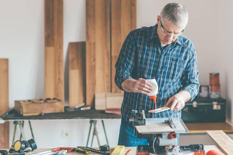 Woodwoker applying glue to wood