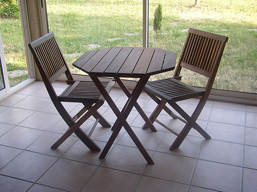 Shorea wood table and chairs