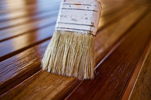 Brushing wood oil in teak furniture